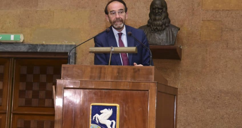 Il viceministro alle infrastrutture Riccardo Nencini apre l'assemblea costituente di FenImprese